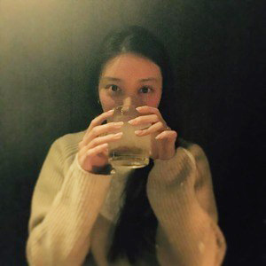 武井咲が薬指に指輪をしていた画像