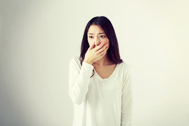 臭いとモテない!女性の口臭の原因は?おすすめのチェック方法は?