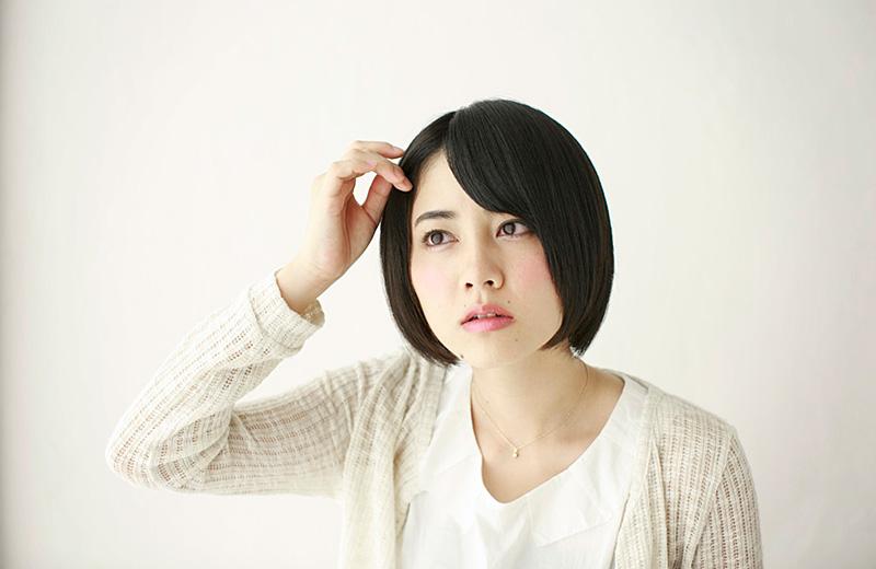 女性の抜け毛、薄毛、白髪....傷む髪の原因は?オススメの対策成分は?